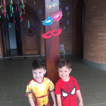 Crianças se divertindo na Bi-Bilíngue
