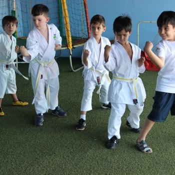 Karatê na escola de educação infantil bilíngue