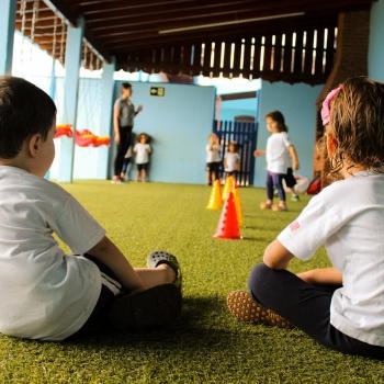 Aula de Educação Física na Escola de Educação Infantil Bilíngue